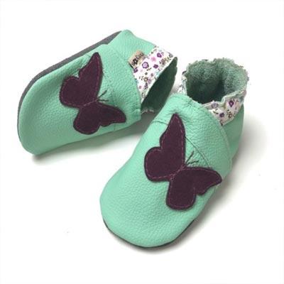 Krabbelschuhe mint Schmetterling lila