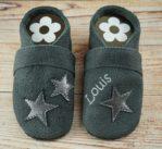 Krabbelschuhe mit Sternen grau