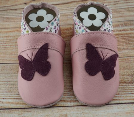 Krabbelschuhe rosa mit lila Schmetterling
