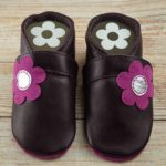 Krabbelschuhe Leder lila Blume pink