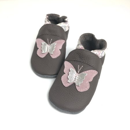 Krabbelschuhe 3D Schmetterling auf braun Paisley