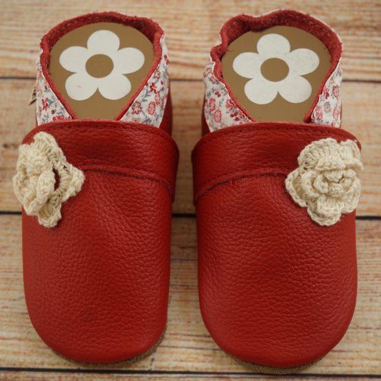 Krabbelschuhe rot mit Blume