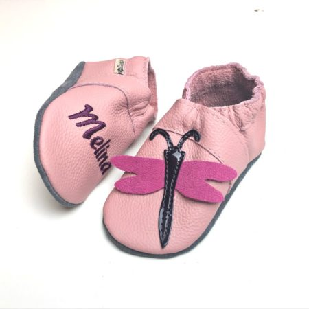 Krabbelschuhe Libelle in Rosa (mit Namen optional)