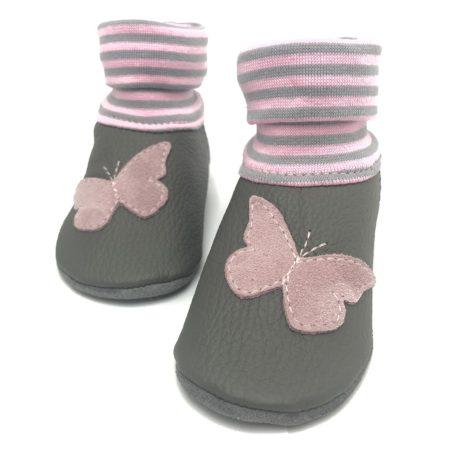 Krabbelschuhe grau mit rosa Schmetterling | LEDERSTRUMPF | Bündchen grau Rosa | mit Namen möglich